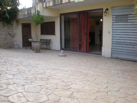 Imperialcasa appartanvilla in locazione a modica rif for Locazione immobile arredato