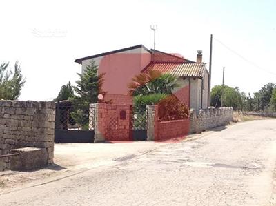 Vendesi Villa in Zona Mauto