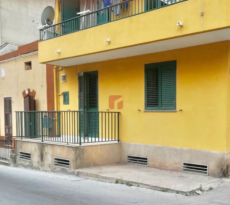 Imperialcasa agenzia immobiliare a modica e ragusa for Casa con appartamento seminterrato in vendita
