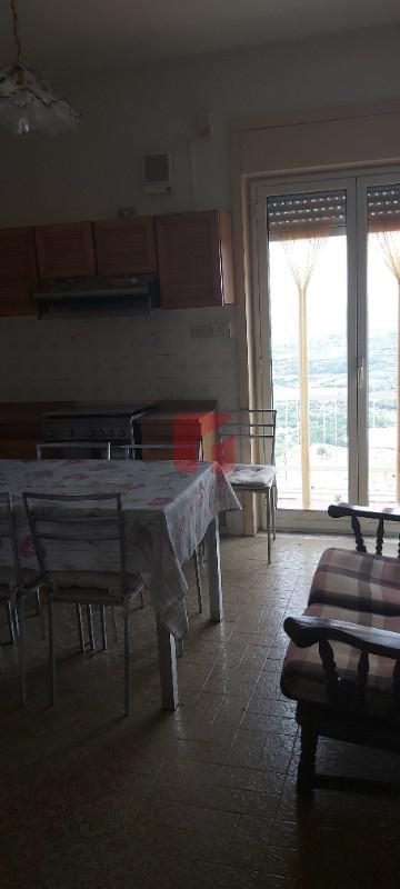 Ampio e luminoso appartamento in vendita